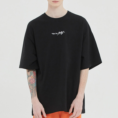 BAD IN LABELING TEE_BLACK